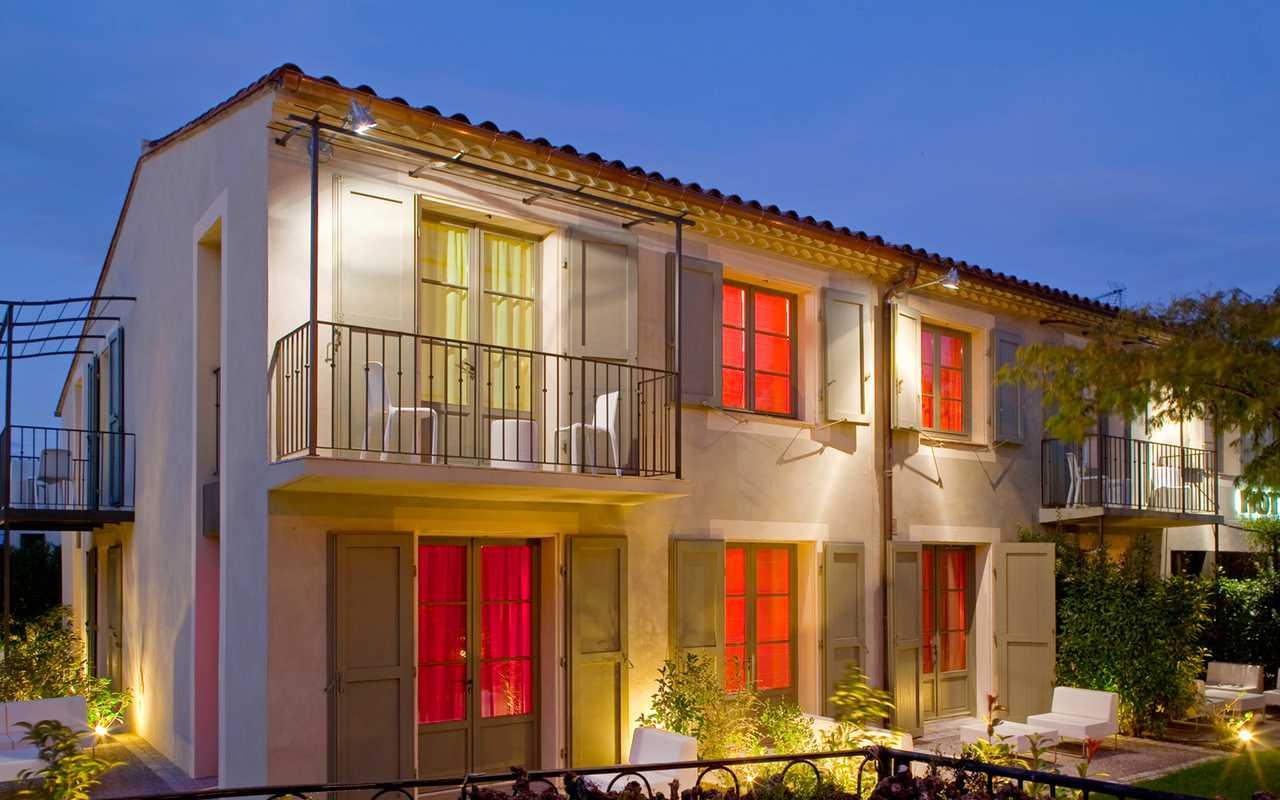 Façade hôtel dans l'Aude