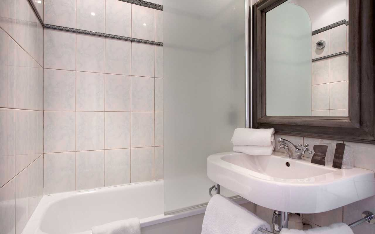 Clean bathroom boutique hotel Languedoc